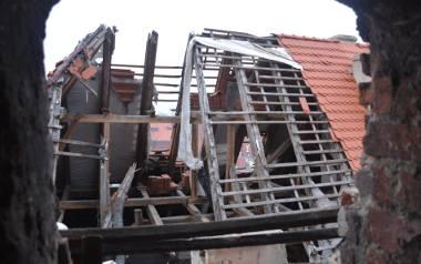 Zniszczony zamek Dewinów w Żarach będzie nadal remontowany