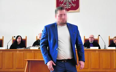 """Łukasz B. ps. """"Baluś"""" podczas rozprawy, która toczy się w koszarach katowickiej policji"""