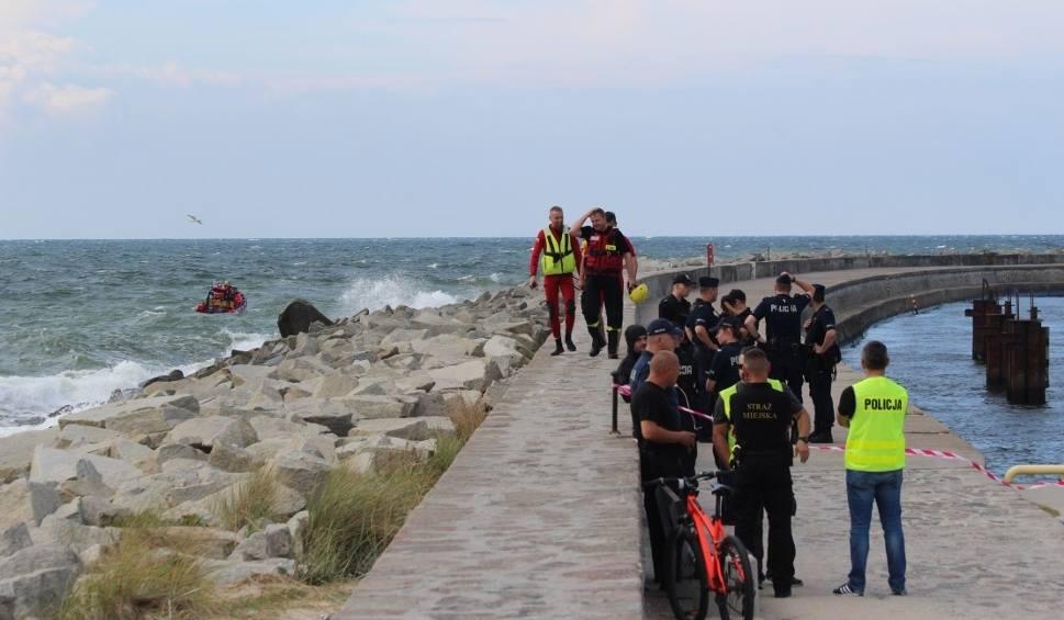 Film do artykułu: W Darłowie troje dzieci porwała fala [14.08.2018]. Dramatyczna akcja ratunkowa na morzu. Wyłowiono ciało kolejnego dziecka! [wideo]