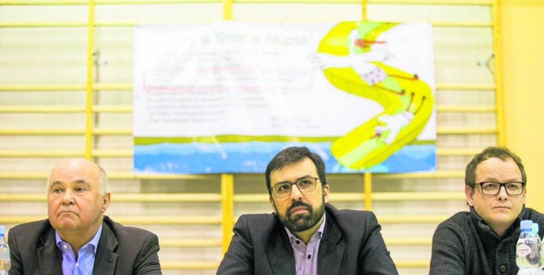 Wiceprezes Paula Fish Andrzej Zając, kierownik projektu Artur Stawikowski oraz autor raportu środowiskowego Marcin Kulik