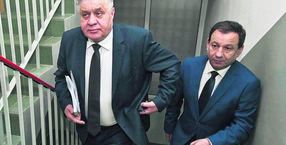 Minister rolnictwa (z lewej) spotkał się z dyrektorami instytucji rolniczych; tu w koszalińskim oddziale KOWR z dyrektorem Krzysztofem Nieckarzem