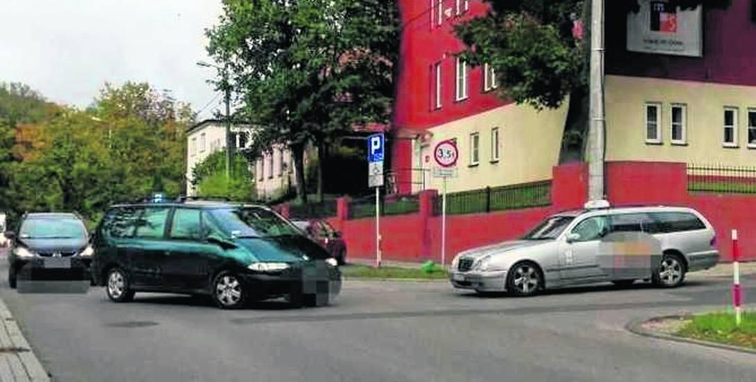 Kierowcy nie widzą, czy ktoś jedzie z prawej strony
