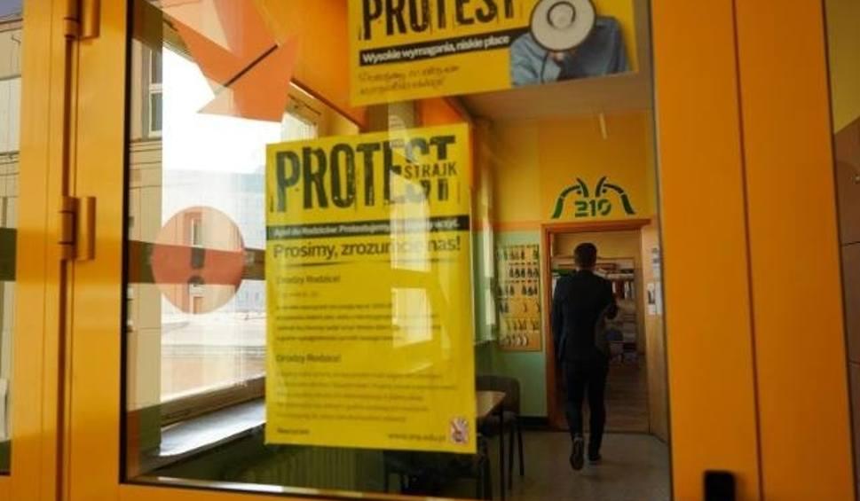 Film do artykułu: Pensje nauczycieli po strajku. Niektórzy stracili nawet po 2000 zł