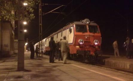 Unieruchomiona lokomotywa pociągu Intercity Górnik