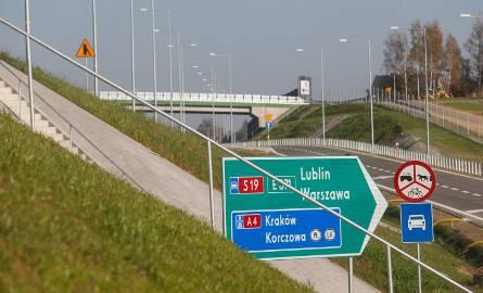 Zakończyły się prace na liczącym ponad 6 km odcinku drogi ekspresowej S19 od węzła Świlcza do węzła Rzeszów Południe.Wykonawcą prac było konsorcjum: