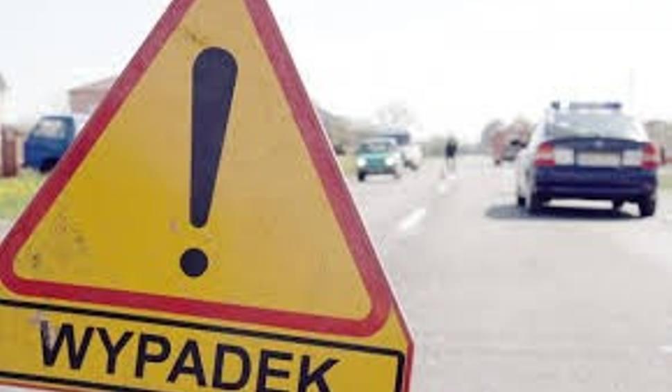 Film do artykułu: Wypadek w Falęcicach w gminie Promna. Dachowanie na trasie S7