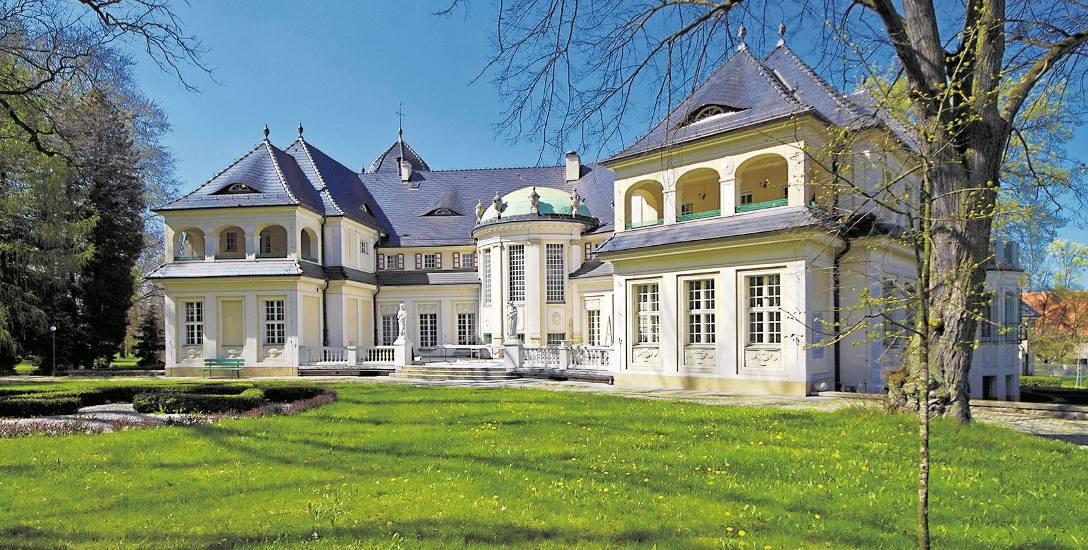 Pałac w Bagnie od lat jest własnością Zgromadzenia Salwatorianów i właściwie pełni dziś funkcję klasztoru.