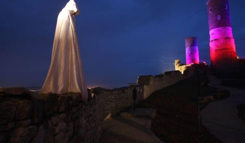 Zamek w Chęcinach nocą
