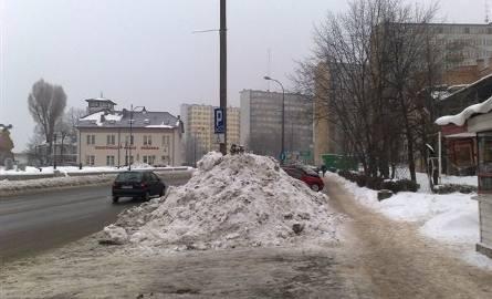 Zdjęcie dnia. Zgadnij, co się kryje pod tą górą śniegu? (zdjęcia)