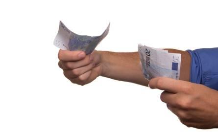Polacy pożyczają w banku, u teściów, a nawet na zeszyt