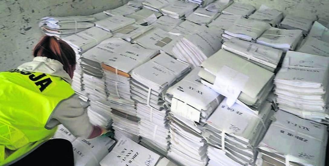 """Sprawa """"Skarbca"""" to jedno z największych postępowań o masowe oszustwa w ostatnich latach. Akta tej sprawy liczą ponad 5 tys. tomów"""