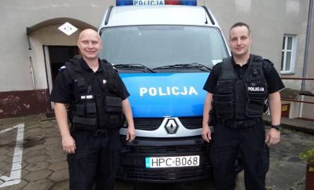 Sierż. szt. Dawid Łepek i st. sierż. Jarosław Jesionkowski. To oni w porę pojawili się na miejscu obezwładnili desperata.