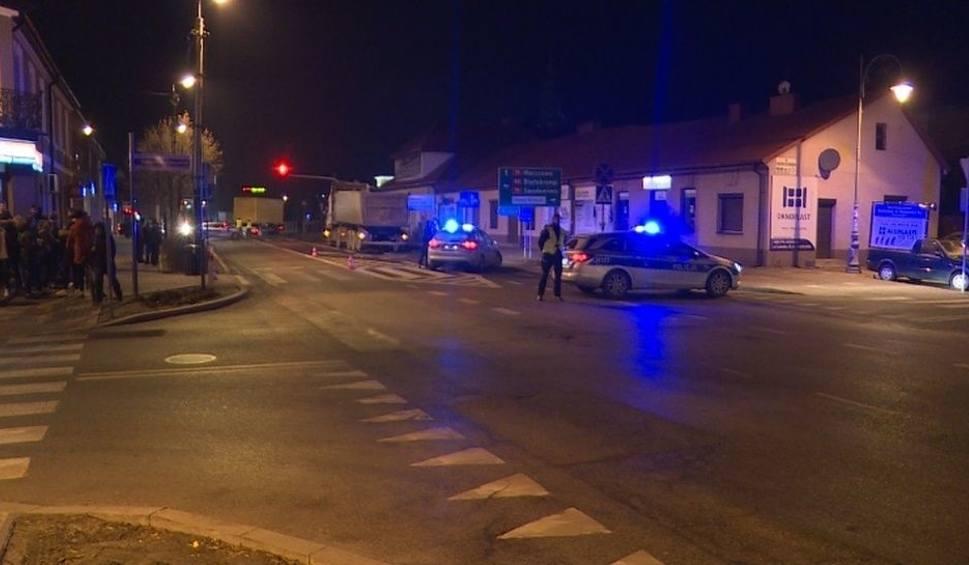 Film do artykułu: Wypadek śmiertelny na drodze krajowej numer 48 w Kozienicach. Zginął pieszy!