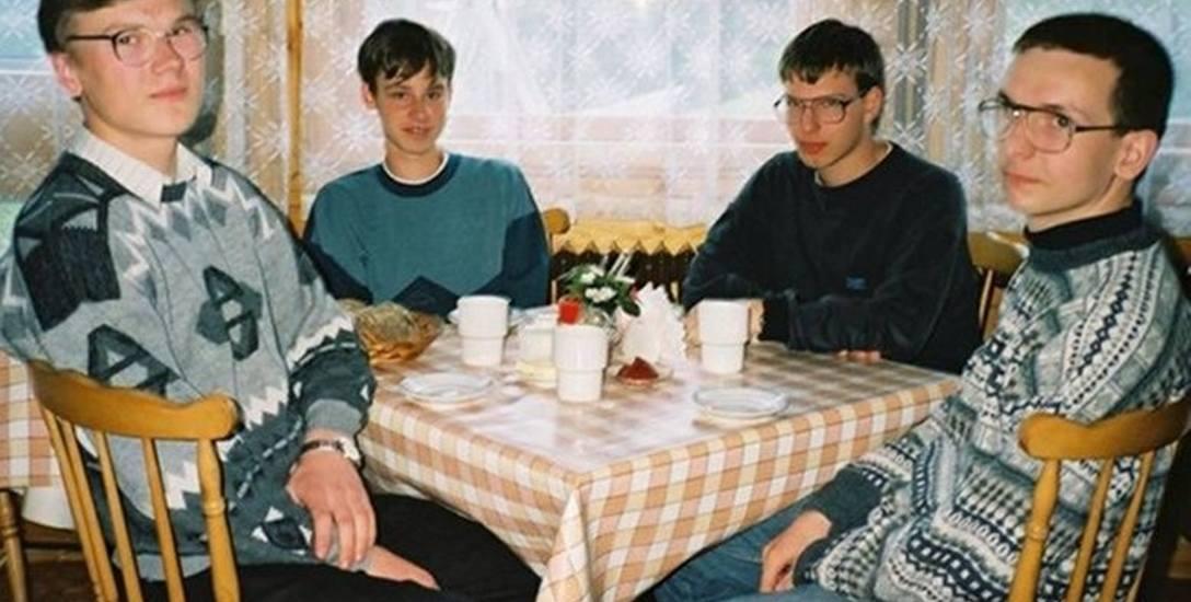 """Zdjęcie z """"imprezy informatyków"""" pochodzi z 1997 roku. Memem stało się ponad 10 lat później"""