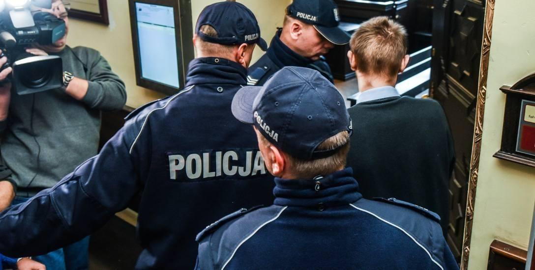 Telefon martwej dziewczyny w piecu. Policjant zeznawał w sprawie zabójstwa Klaudii i Patrycji