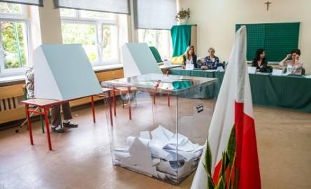 W lokalu przy ul. Sochaczewskiej komisja miała dużo pracy. O godz. 12 średnia frekwencja była wyższa niż ta ogólnomiejska.