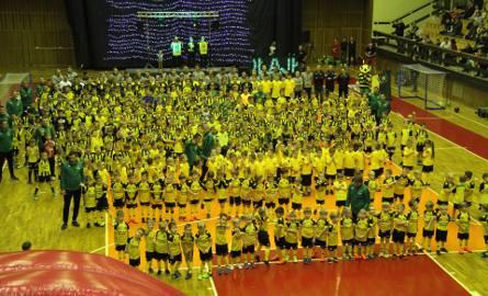Siarkowe Mikołajki w Tarnobrzegu już po raz czwarty bawiły dzieci na sportowo. Gościem specjalnym był Mariusz Kukiełka (zdjęcia)