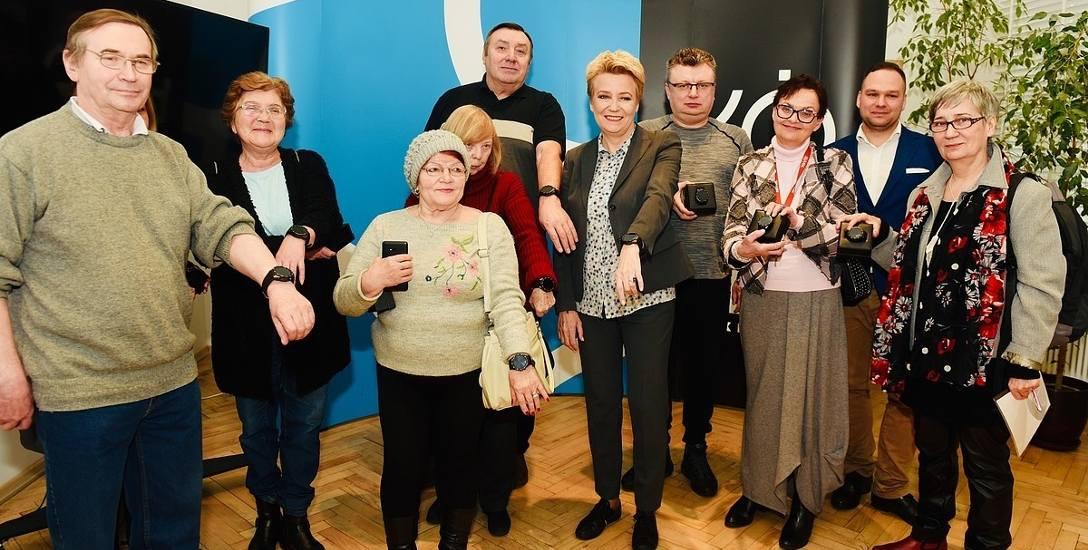 Opaska może uratować seniorowi życie - w Łodzi jest ich do rozdania dwa tysiące