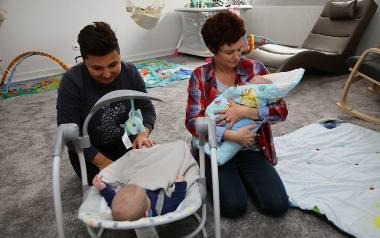 """Jasia i Franka dzielą trzy miesiące. Pierwszy do """"Tuli Luli"""" przyjechał Jasio, który jest ulubieńcem opiekunek. Każde dziecko w ośrodku może być od trzeciej"""