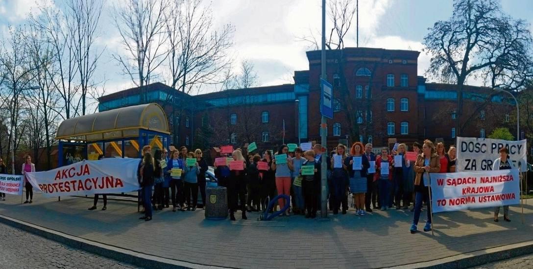 Protest przed sądem w Opolu.