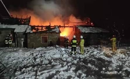 Dwa pożary budynków z odzieżą używaną w Ujkowicach i Zadąbrowiu w powiecie przemyskim. Przypadek? [ZDJĘCIA]