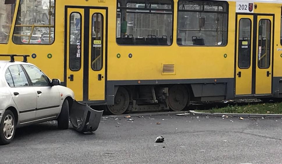 Film do artykułu: Kolizja samochodu osobowego z tramwajem na Bohaterów Warszawy