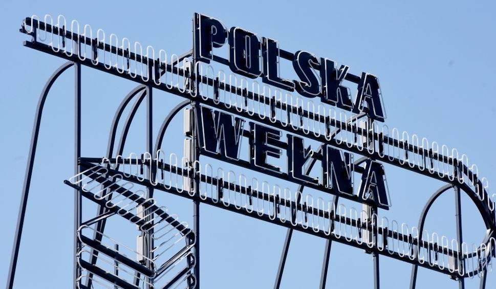 Film do artykułu: Na galerii Focus Mall Zielona Góra pojawił się neon Polskiej Wełny – fabryki, która działała tu do 1999 r.
