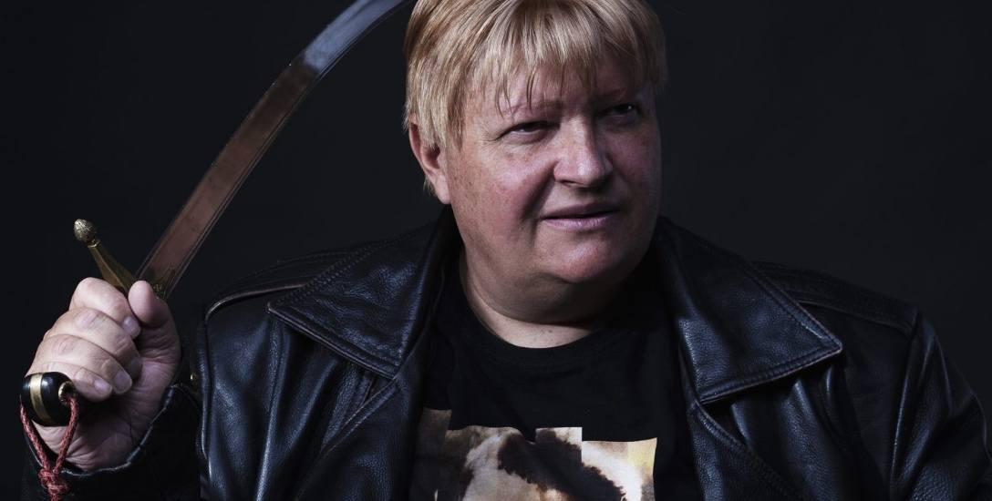 Jacek Komuda to autor licznych powieści i opowiadań historyczno-przygodowych.