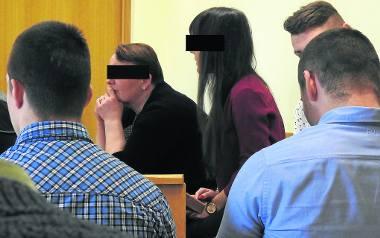 Uczestnicy ataku na policjantów usłyszeli dość surowe wyroki. Część z nich, w tym Barbara P. trafią za kratki. O ile nie odwołają się od wyroku...