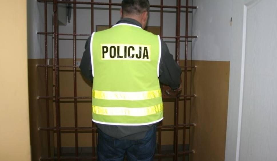 Film do artykułu: Gmina Kozienice. Trzymiesięczny areszt za włamania do mieszkań. Złodziej wynosił elektronikę, ale nie gardził też jedzeniem