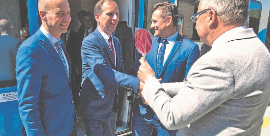 Witający się burmistrz Sławna, Krzysztof Frankenstein i burmistrz Darłowa Arkadiusz Klimowicz mają już za sobą kilka udanych kampanii wyborczych. Radosław