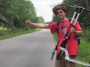 Autostopem, hulajnogą i za grosze - tak Tomek Jakimiuk chce dotrzeć z Siemiatycz do Chin. Relację z tej wyprawy będzie można śledzić na jego stronie