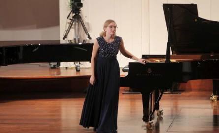 Laureatką drugiej nagrody została Rosjanka Yana Kostina, która zaprezentowała Sonatę B-moll Haydna oraz Sonatę F-moll op. 5 Brahmsa.
