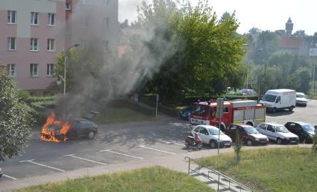 Samochód zapalił się w Kożuchowie na ul. 22 lipca.