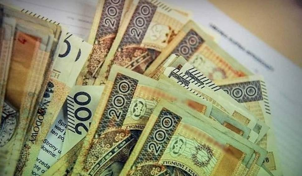 Film do artykułu: Kasjerka z Czerwieńska zamieszana w oszustwa na 430 tys. zł?