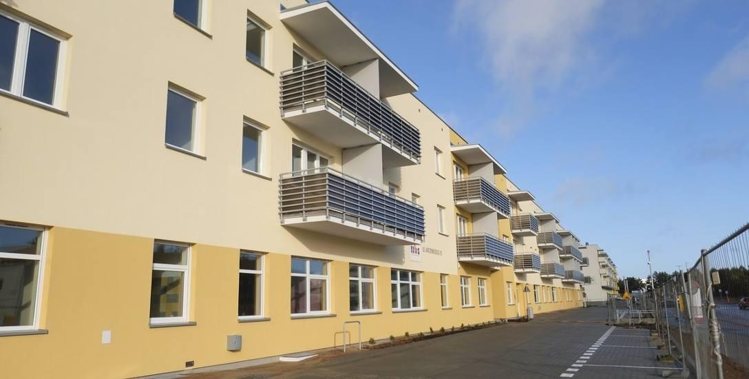 Bez barier architektonicznych i z udogodnieniami dla seniorów - takie domy wybudowano na Jarze. W marcu wprowadzą się pierwsi lokatorzy