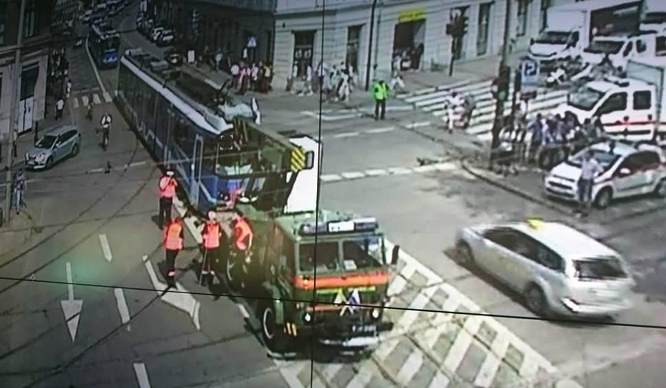 Film do artykułu: Kraków. Dwa wykolejenia tramwajów na ul. Stradomskiej