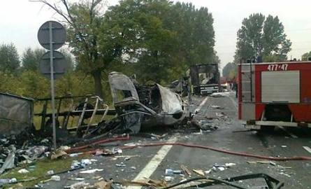 Pięć samochodów stanęło w płomieniach! Zginęli ludzie [FOTO]