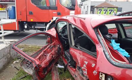 Śmiertelny wypadek na Rokicińskiej. Kierowca rozbił się o betonową barierę [ZDJĘCIA, FILM]