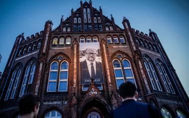 Gdańszczanie żegnają prezydenta w Bazylice Mariackiej