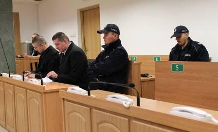 Oskarżony Marek Majcher (w środku)