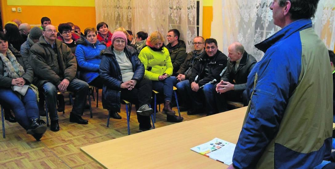 W lutym na zebraniu mieszkańcy byli podzieleni w kwestii chlewni - część była przeciw, inni uważali na wsi świnie można trzymać
