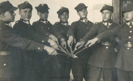 1936 szkoła podchorążych 11 Karpackiej Dywizji Piechoty. Józef Biss drugi z prawej.