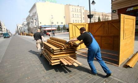 Jarmark wielkanocny na Piotrkowskiej. Przygotowania do otwarcia [ZDJĘCIA]