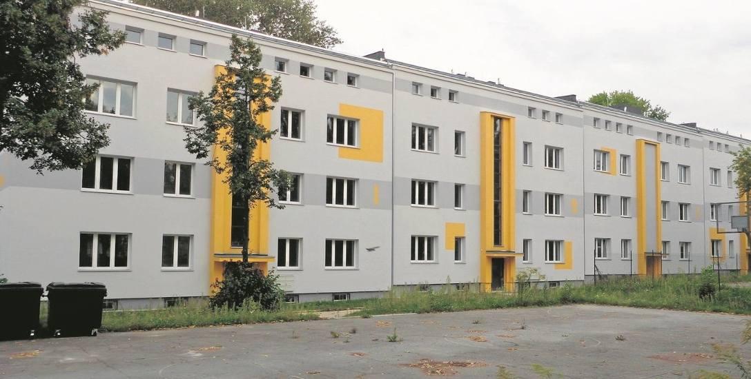 Sto jeden mieszkań  przy Rogozińskiego  wciąż stoi pustych