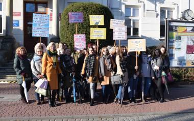 """Uczennice tarnobrzeskiego """"Rolnika"""" pamiętają o prawach wyborczych, jakie otrzymały kobiety"""