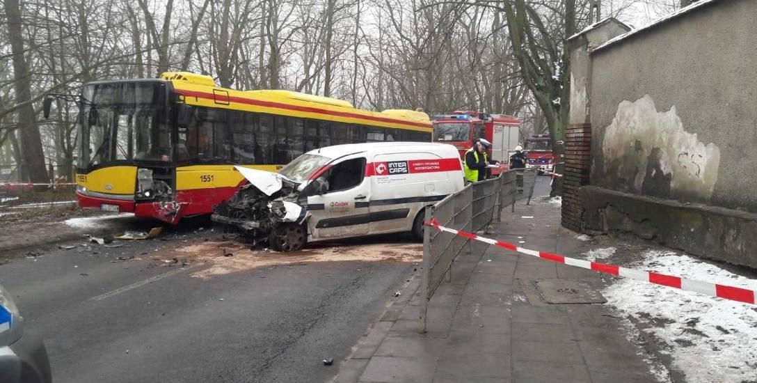 6 osób rannych na ul. Okólnej. Kierowca peugeota miał 0,4 promila...