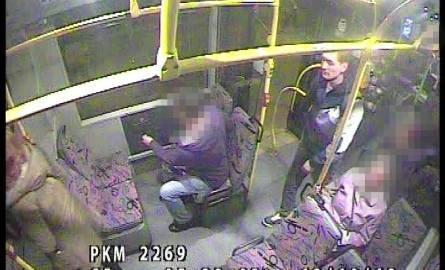 Wizerunek domniemanego gwałciciela uchwycono m.in. w pojeździe komunikacji miejskiej.