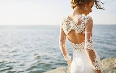 W czym celebrytki poszły do ślubu? Ich suknie ślubne zachwycają, ale i szokują. Zobaczcie sami!