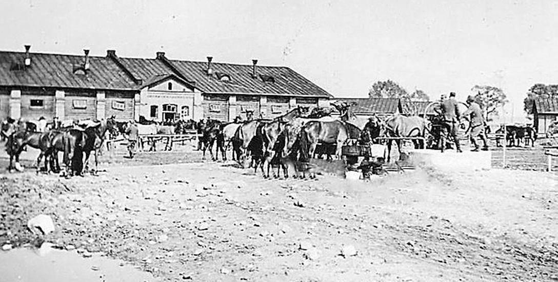 Ulica Bema była kiedyś główną drogą koszar. Stacjonował tu carski pułk